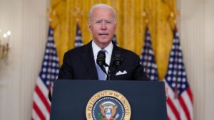 بایدن: به افغانستان سلاح و امکانات دادیم اما نمی توانستیم اراده جنگیدن بدهیم